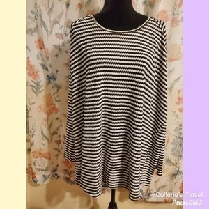 Torrid 5 Black White Striped Waffle Knit Top